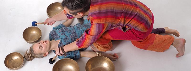 Distansakustilised praktikad tiibeti kaussidega Viktor Ogui juhendamisel @ Tervendavad Helid